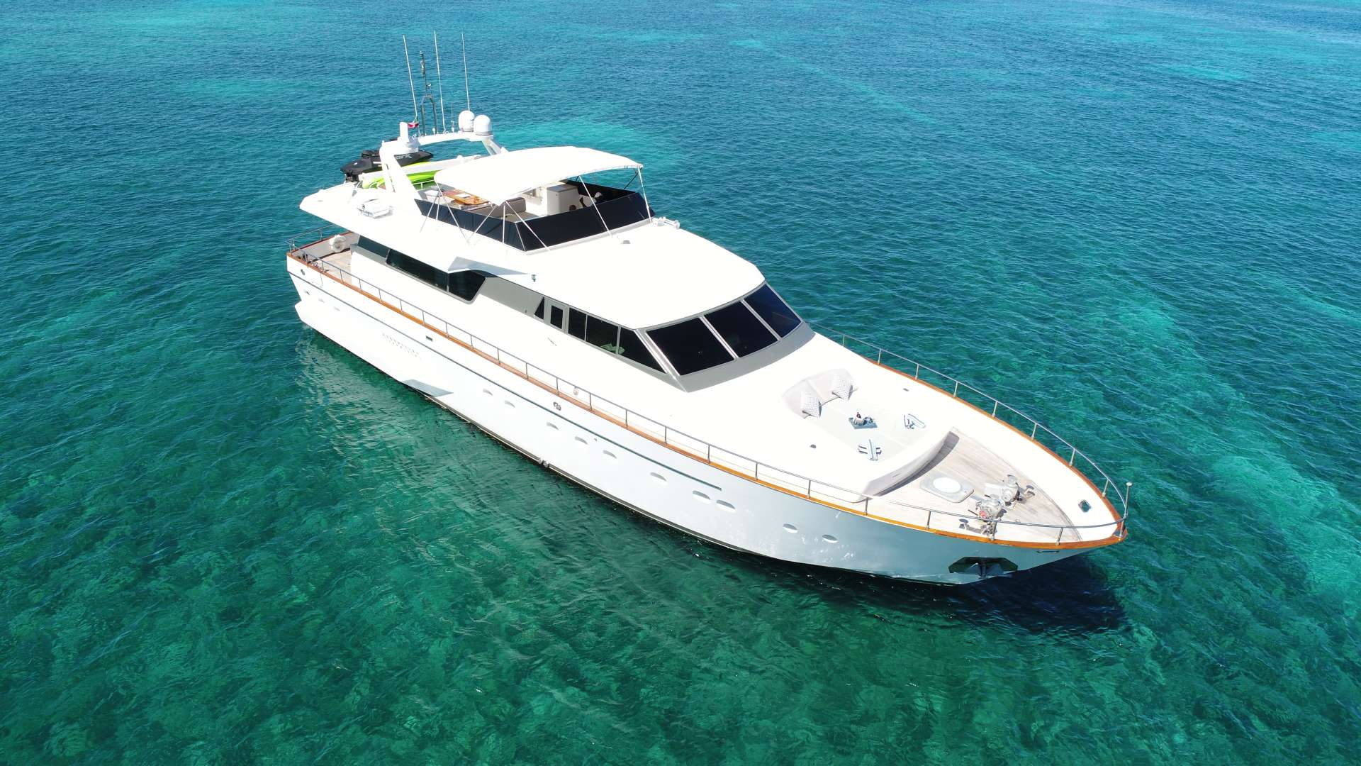 Charter with EVEREST on compassyachtcharters.com