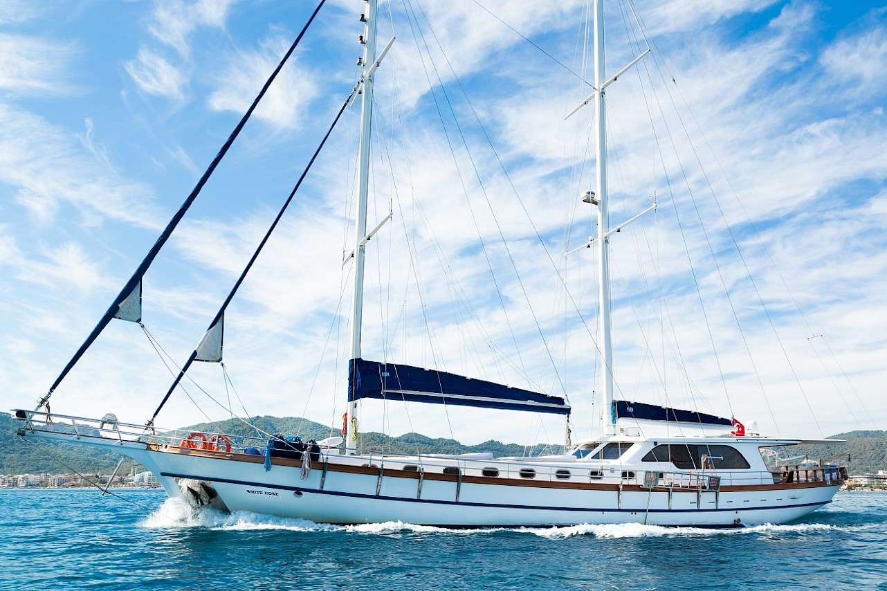 Sailing Yacht WHITE ROSE