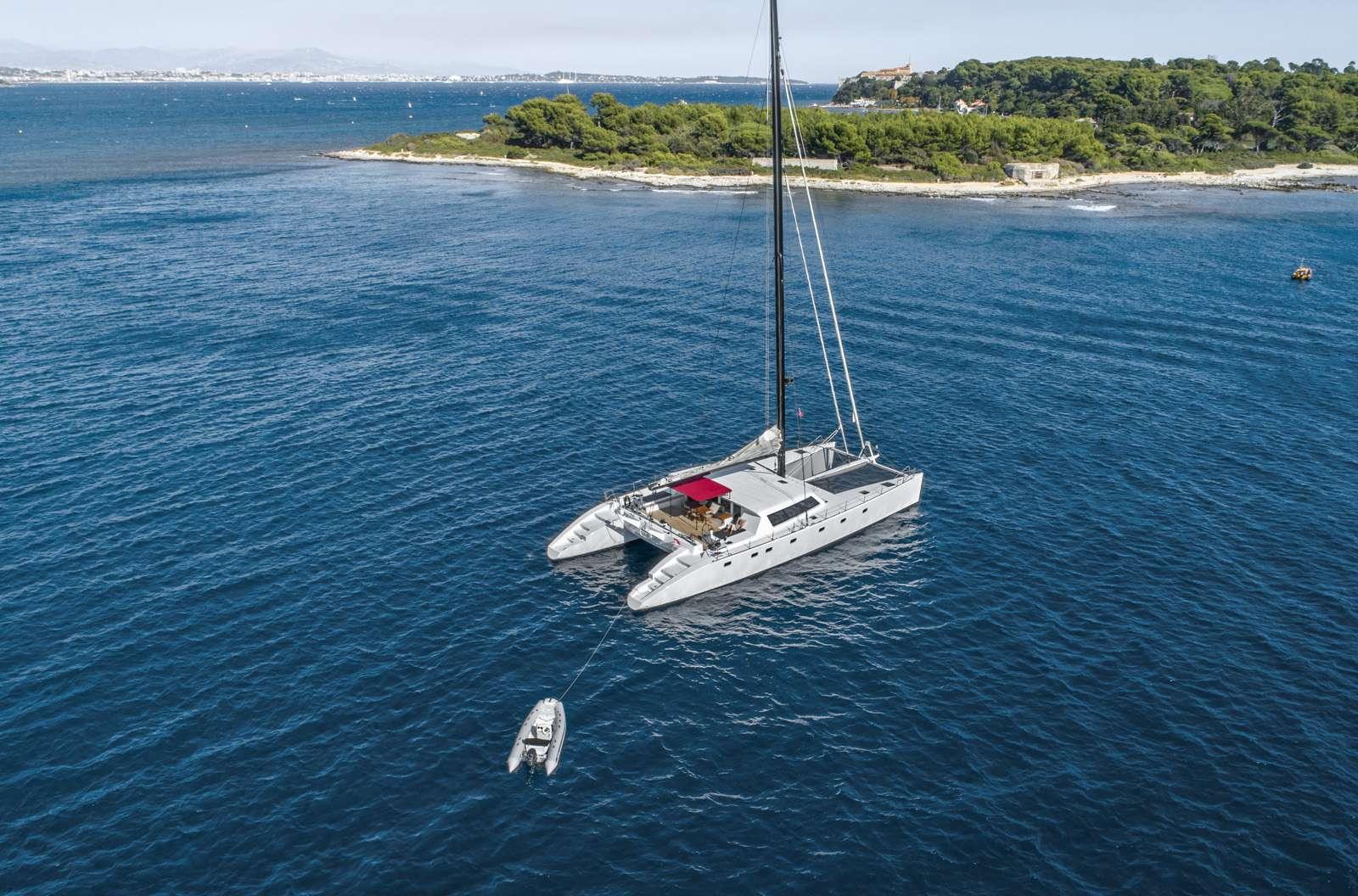 Catamaran TAJ