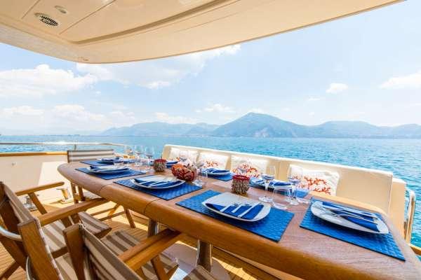 RIVIERA Alfresco dining option