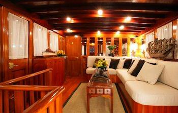 OVER THE RAINBOW Yacht Charter   Saloon