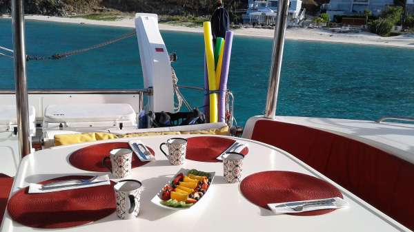 Enjoy meals while taking in the beauty of the islands