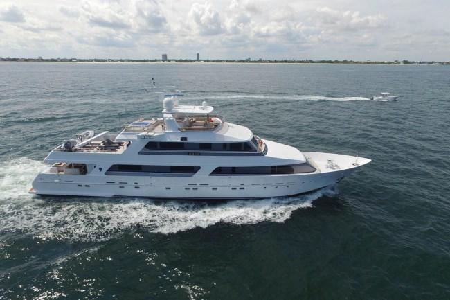 Charter Yacht BRIO