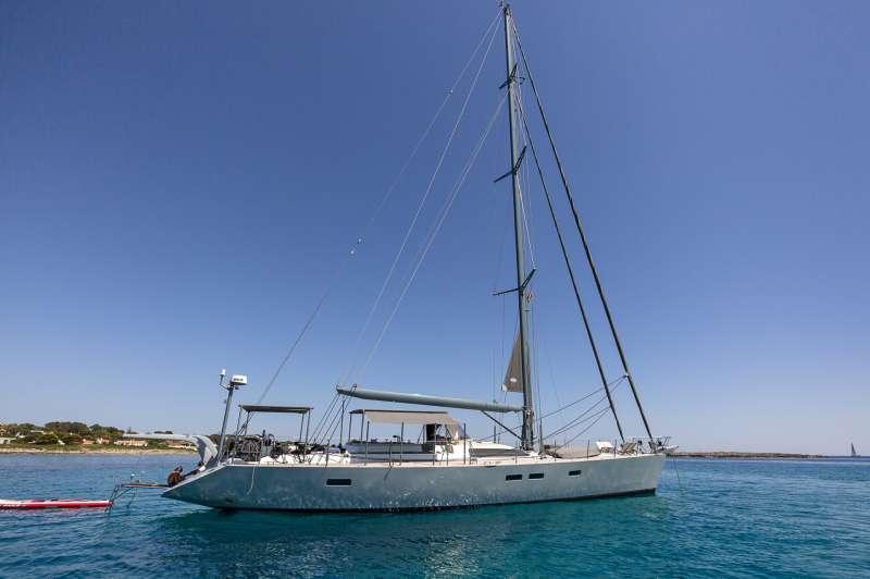 Sailing Yacht LH2