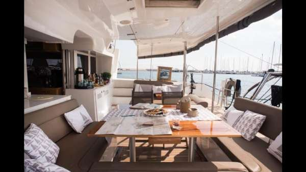 Aft Deck / Saloon & Dining area