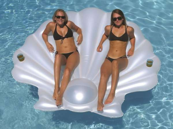 Giant shell float toy