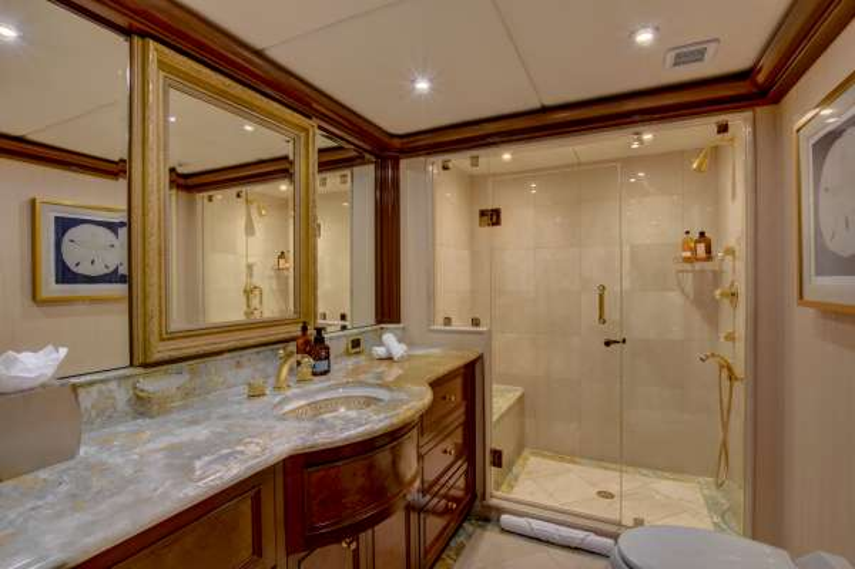 Twin guest bath