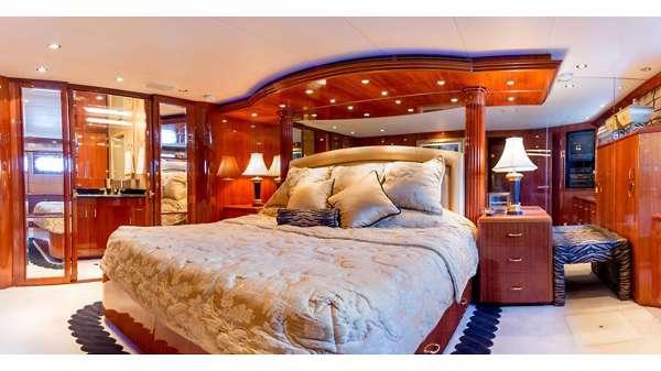Master full-width King Suite