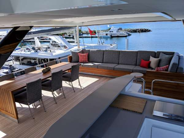 Upper deck with wet bar/BBQ and dining