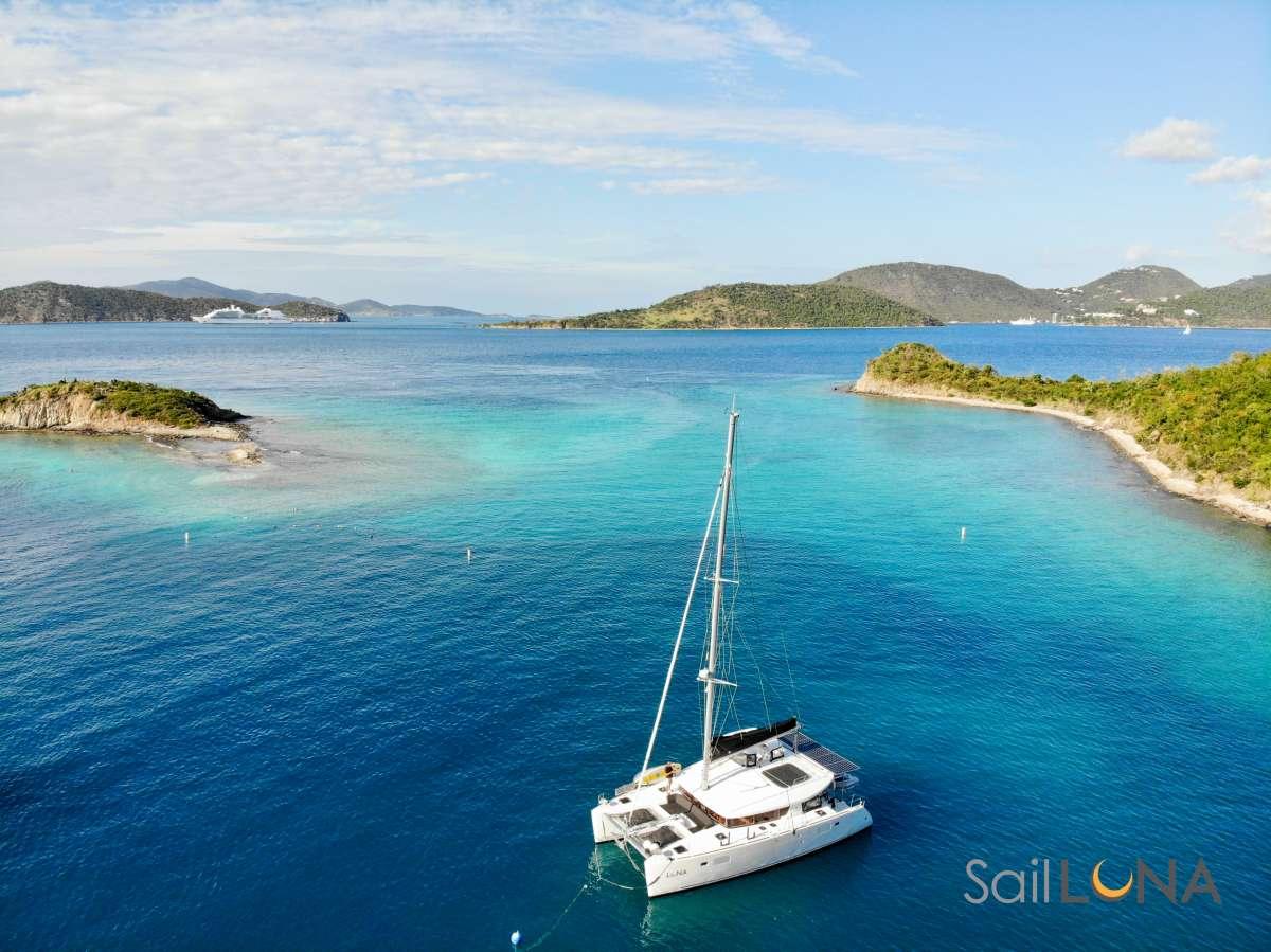 charter yacht Luna