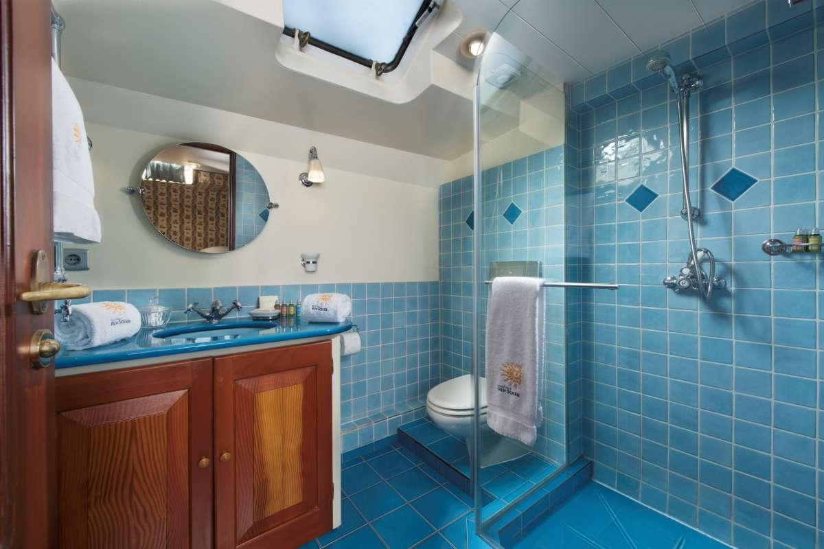 Bath blue