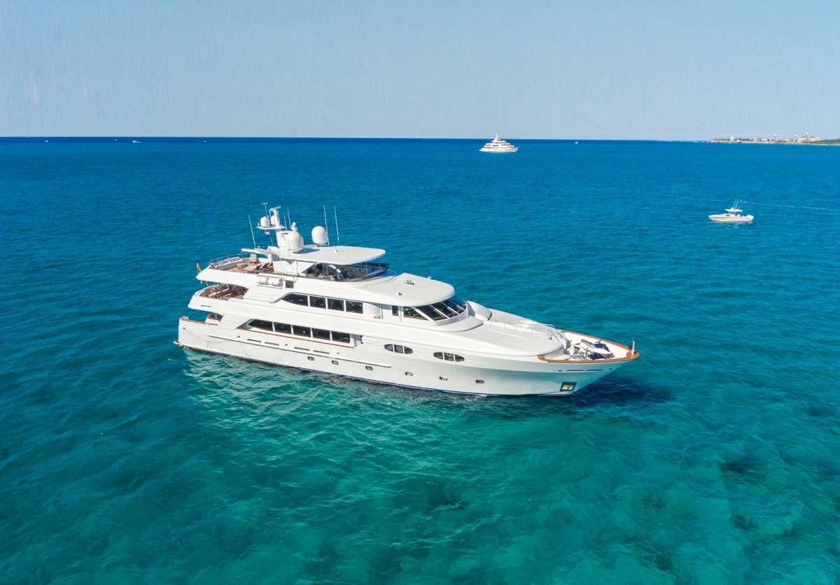 Yacht TCB