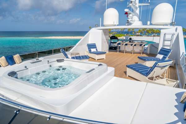 Jacuzzi on Flybridge