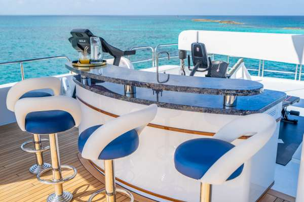 Flybridge sundeck & bar