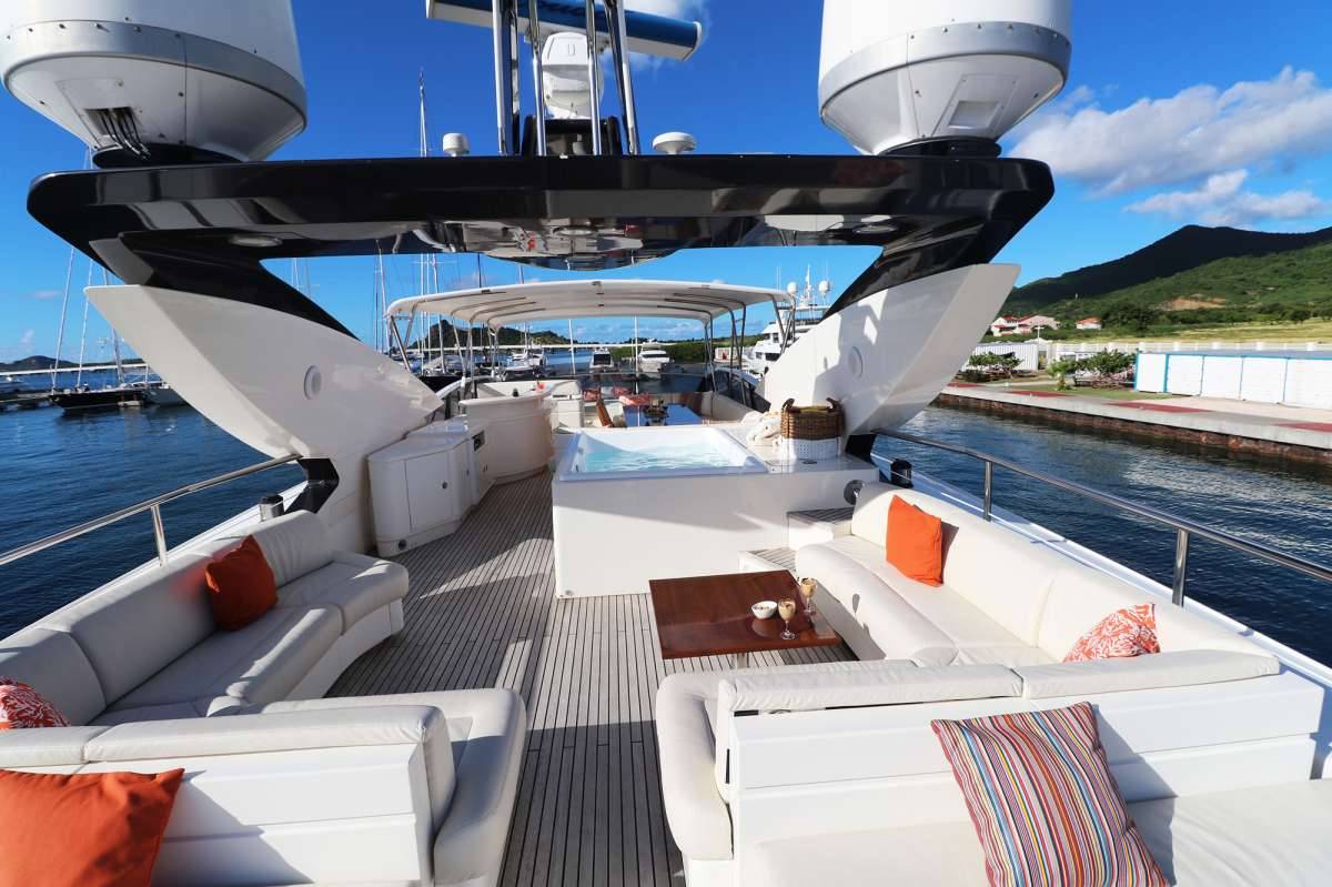 Aft deck lounge areas