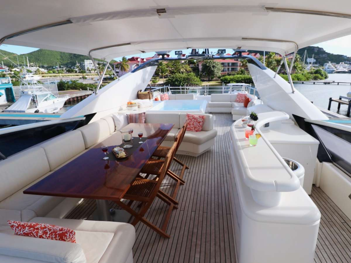 Fly deck great seating, bar and Jacuzzi