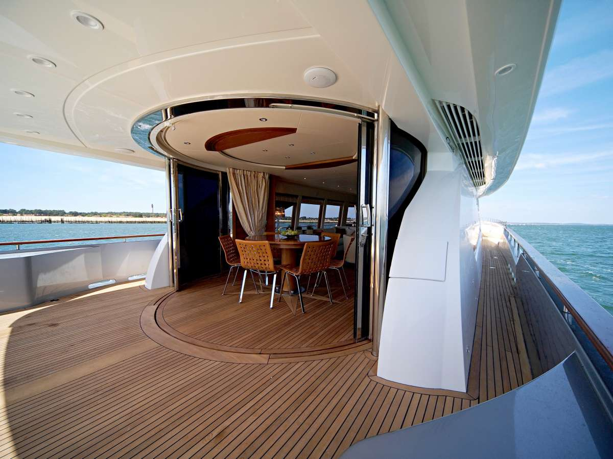 Aft deck with curved glass enclosure