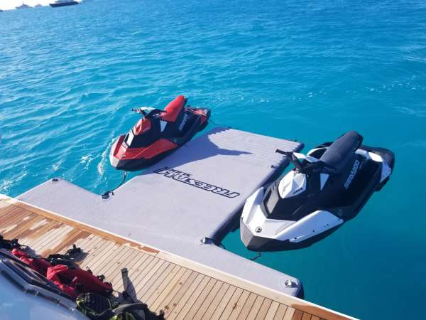 2 Jetskis & Floater
