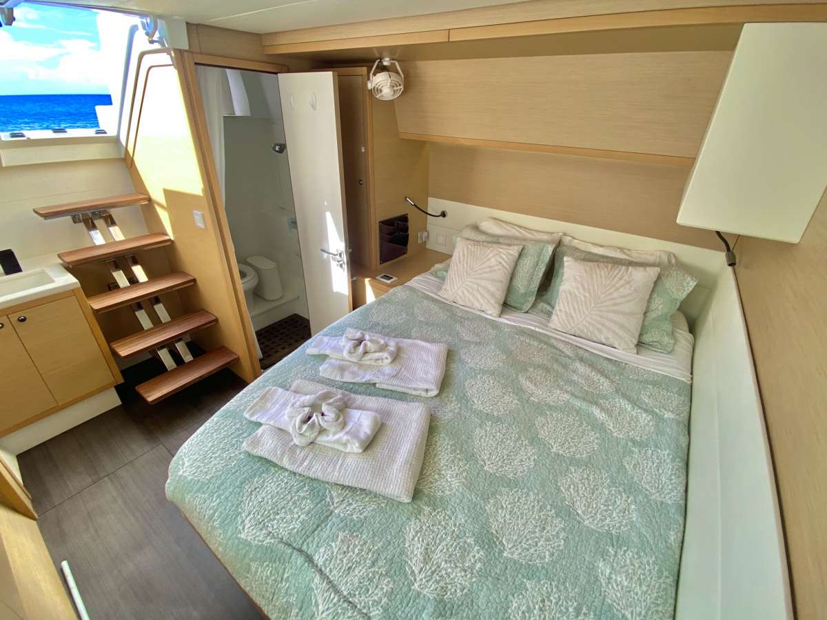 Queen guest cabin with exterior access