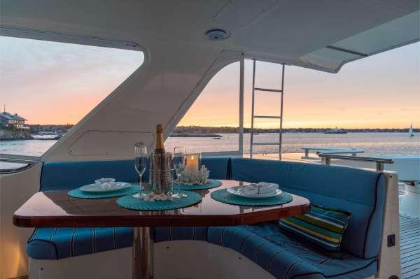 Fly-bridge Dining