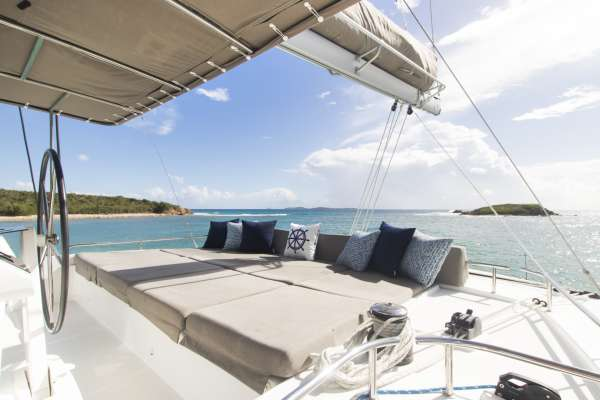 Flybridge seating with 360 degree views