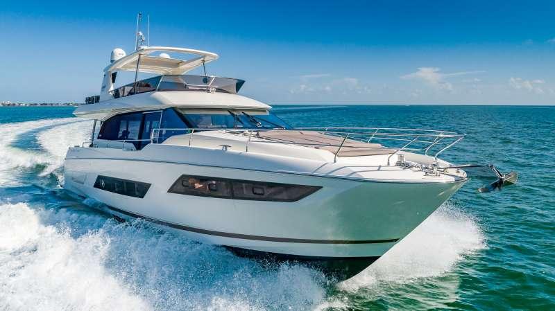 Hellooo Luxury Yacht