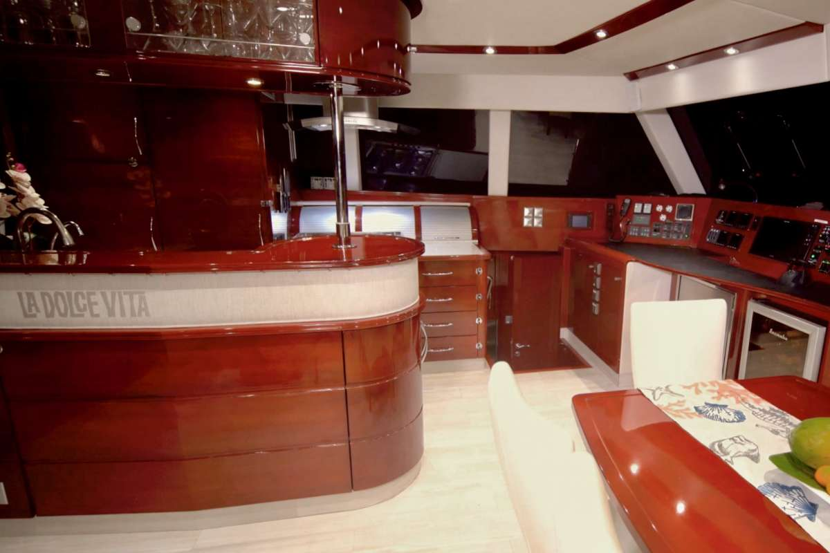 Spacious aft deck with two day beds