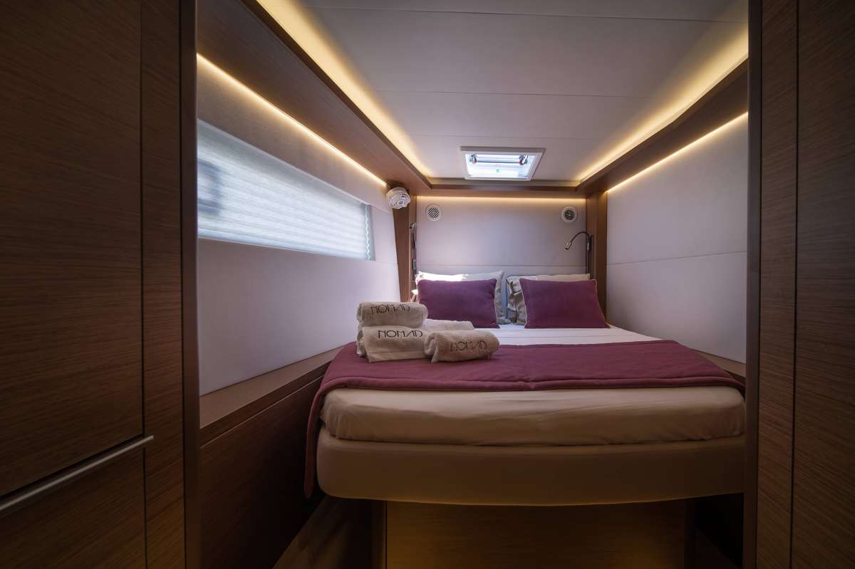Factory Photo - Double cabin