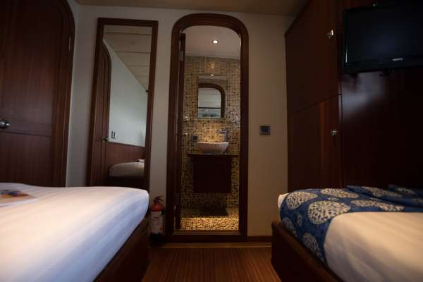 Spacious Twin cabin with ensuite