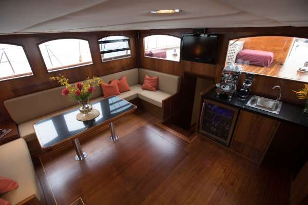 Salon located amidships