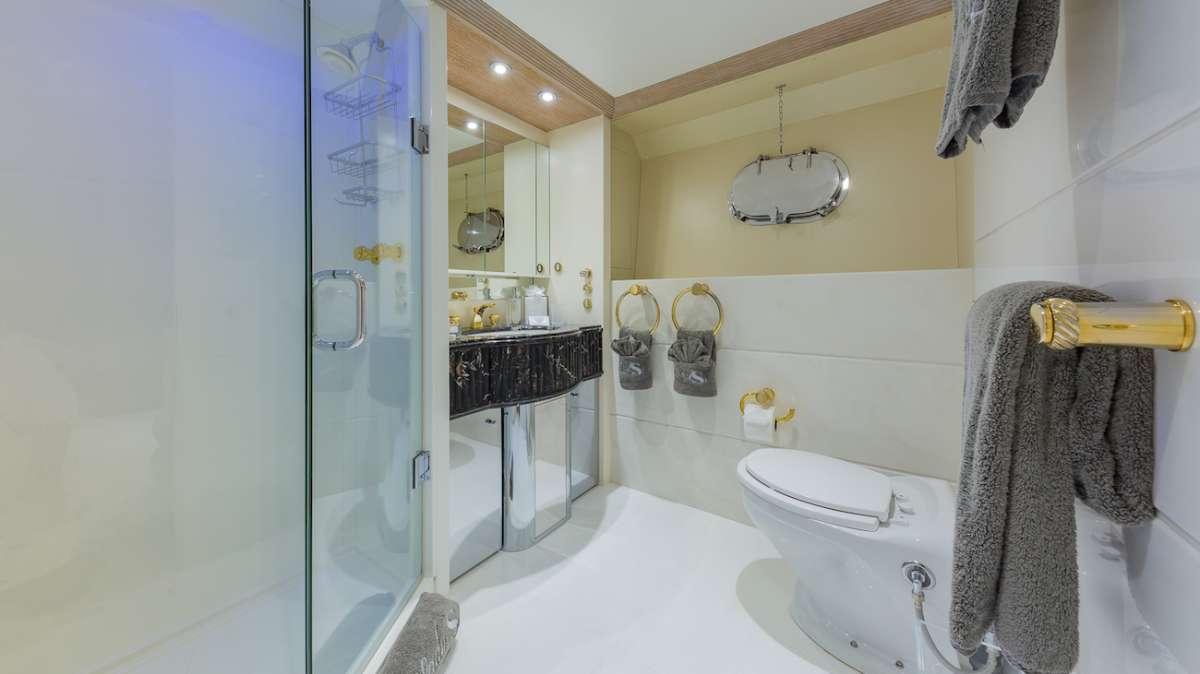 Queen Ensuite Bathroom