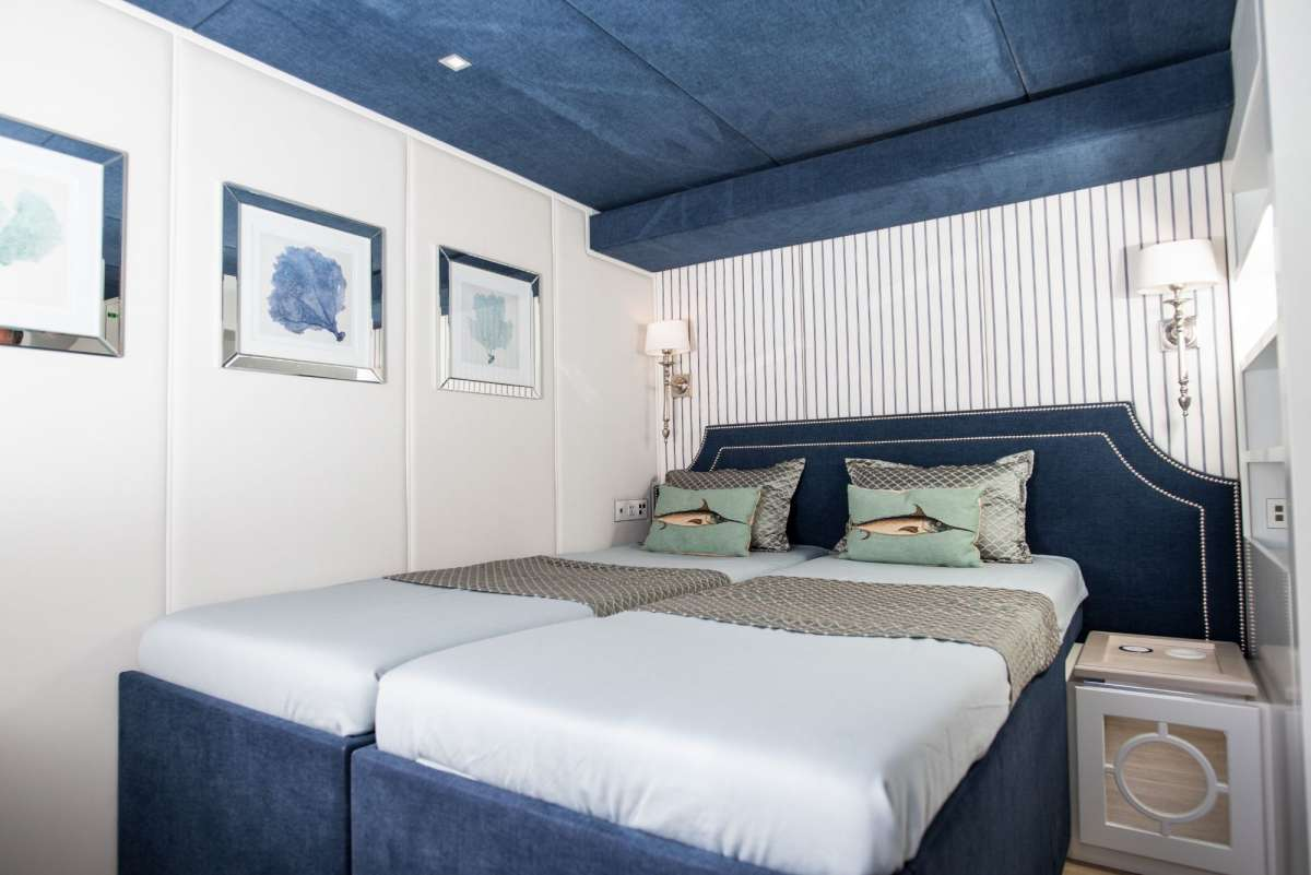 Convertible stateroom