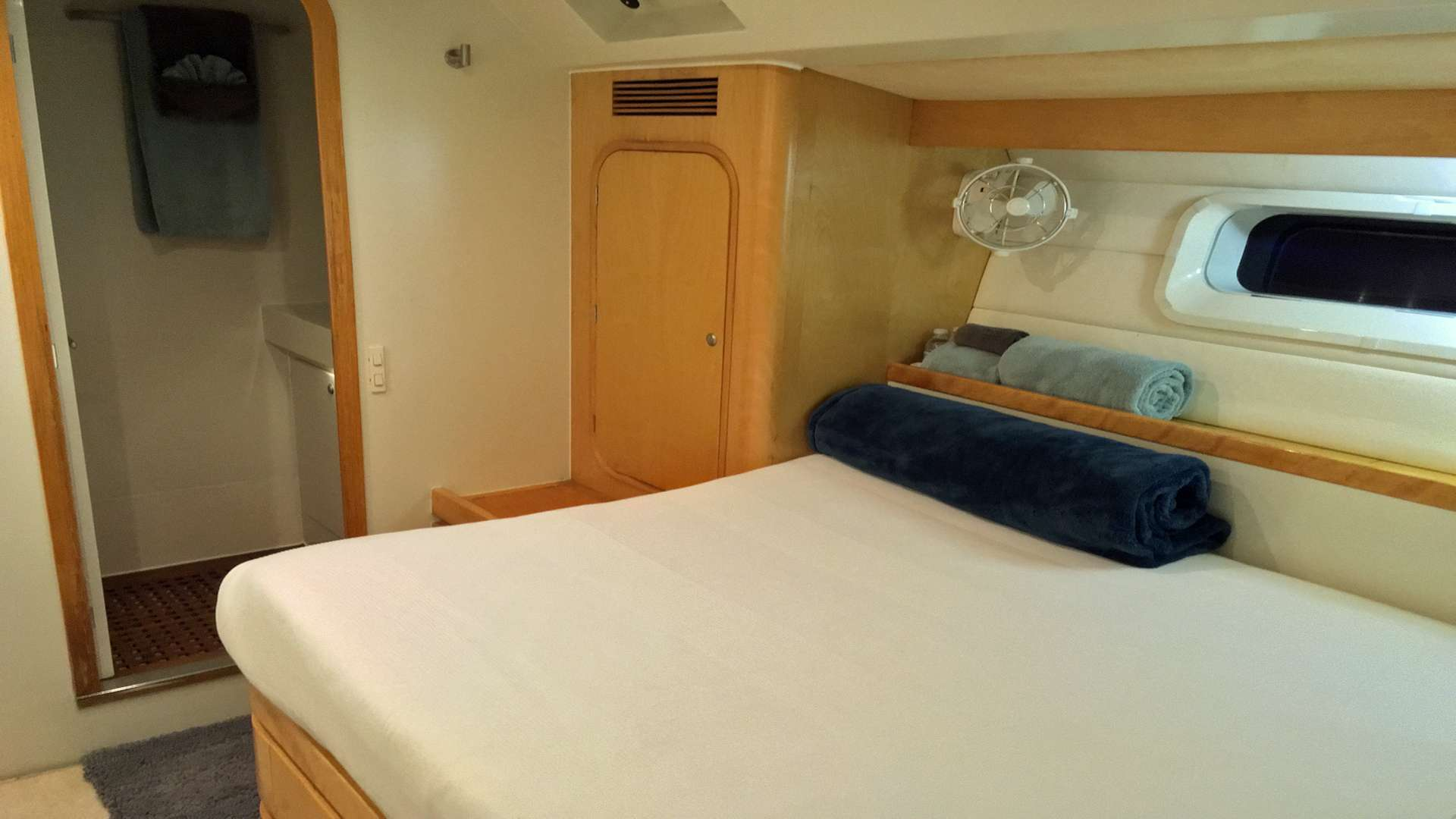 Forward Starboard Guest Cabin