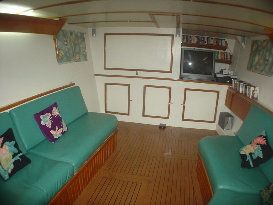 Catamaran Charter Cuan Law