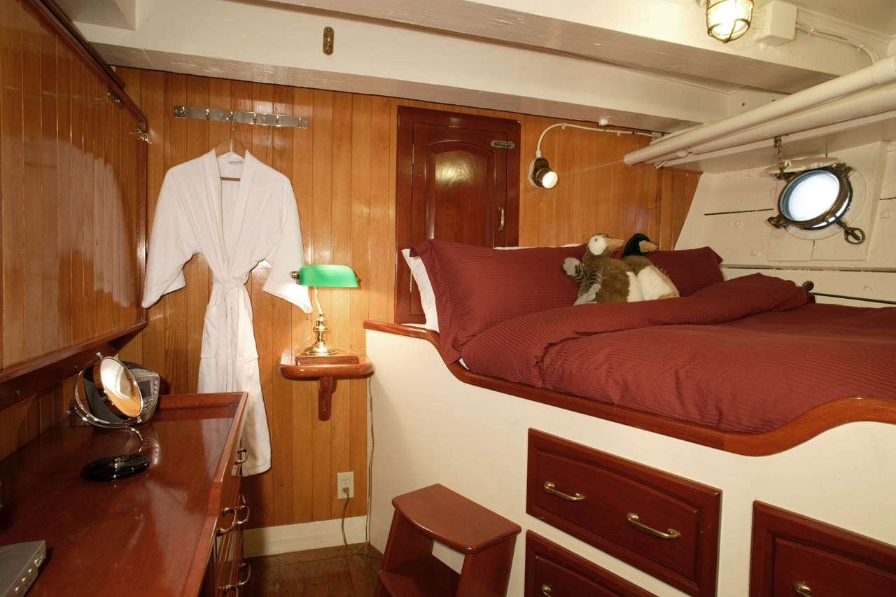ORCAS CABIN. Additional drop down single bed not shown.