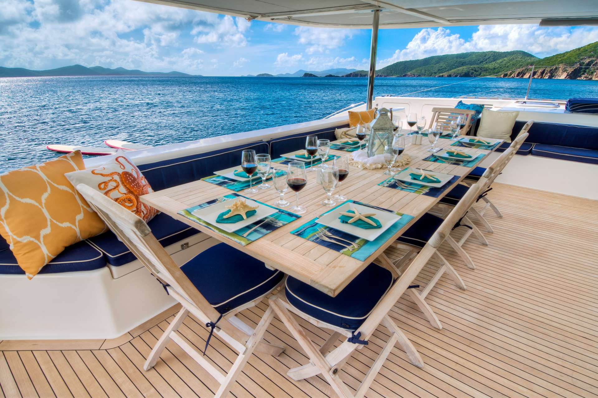 Aft deck alfresco dining