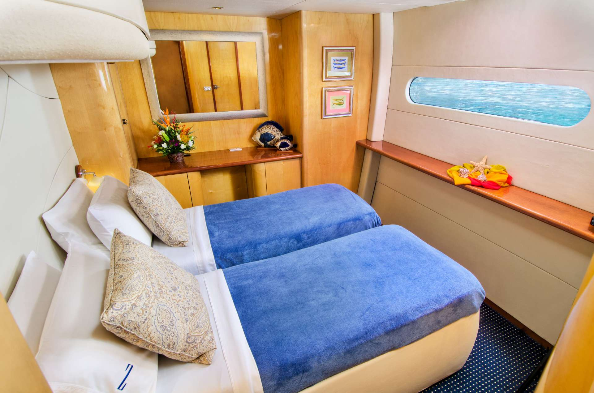 Amidships guest suite (made up as a twin cabin)