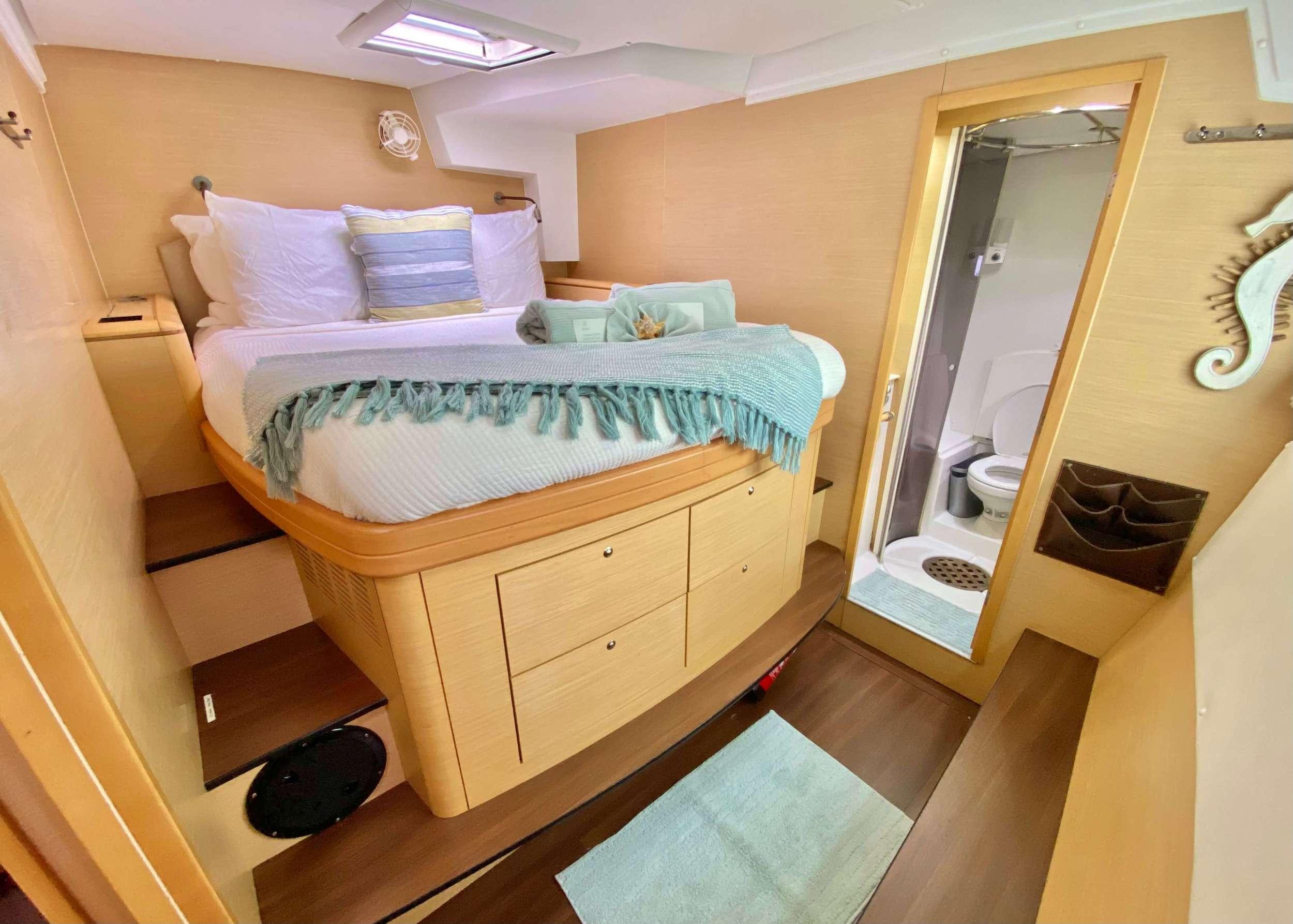 Catamaran Charter Catatonic 500