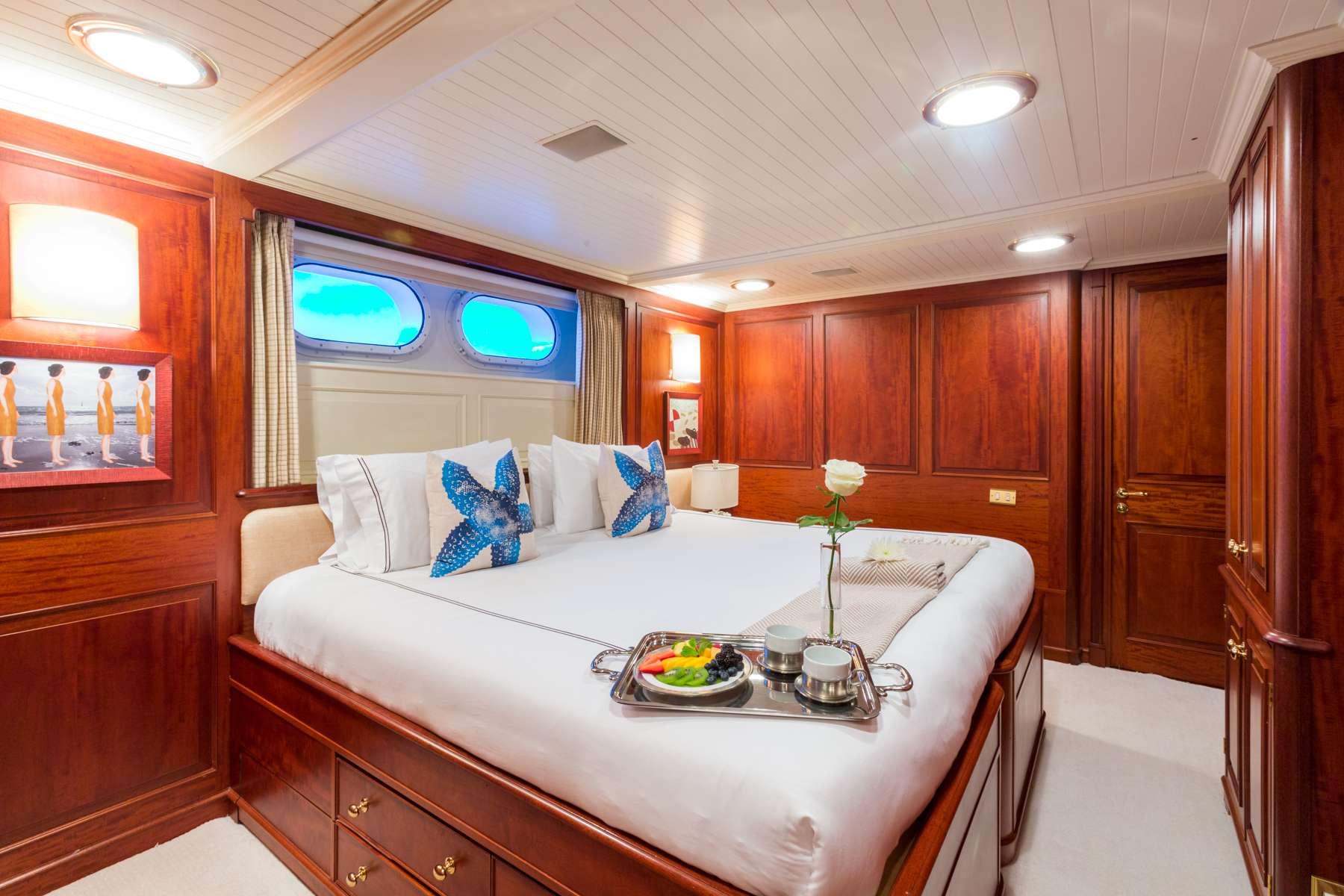 motor yacht LADY J