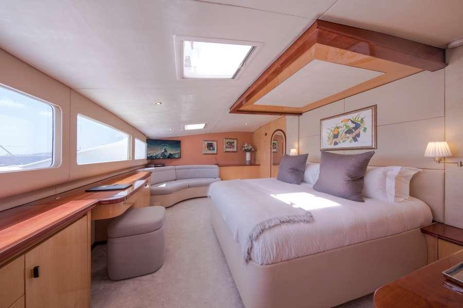 Master main deck king suite