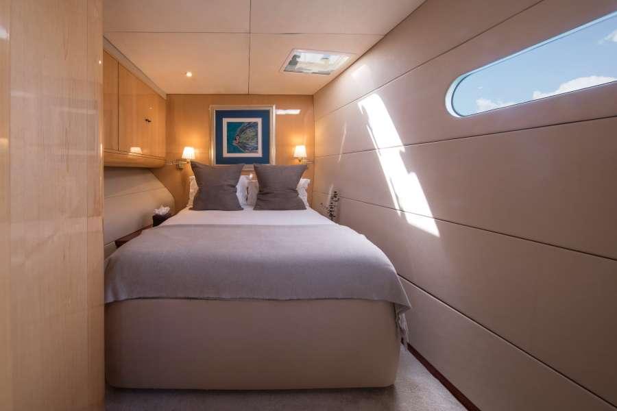 Starboard forward queen suite