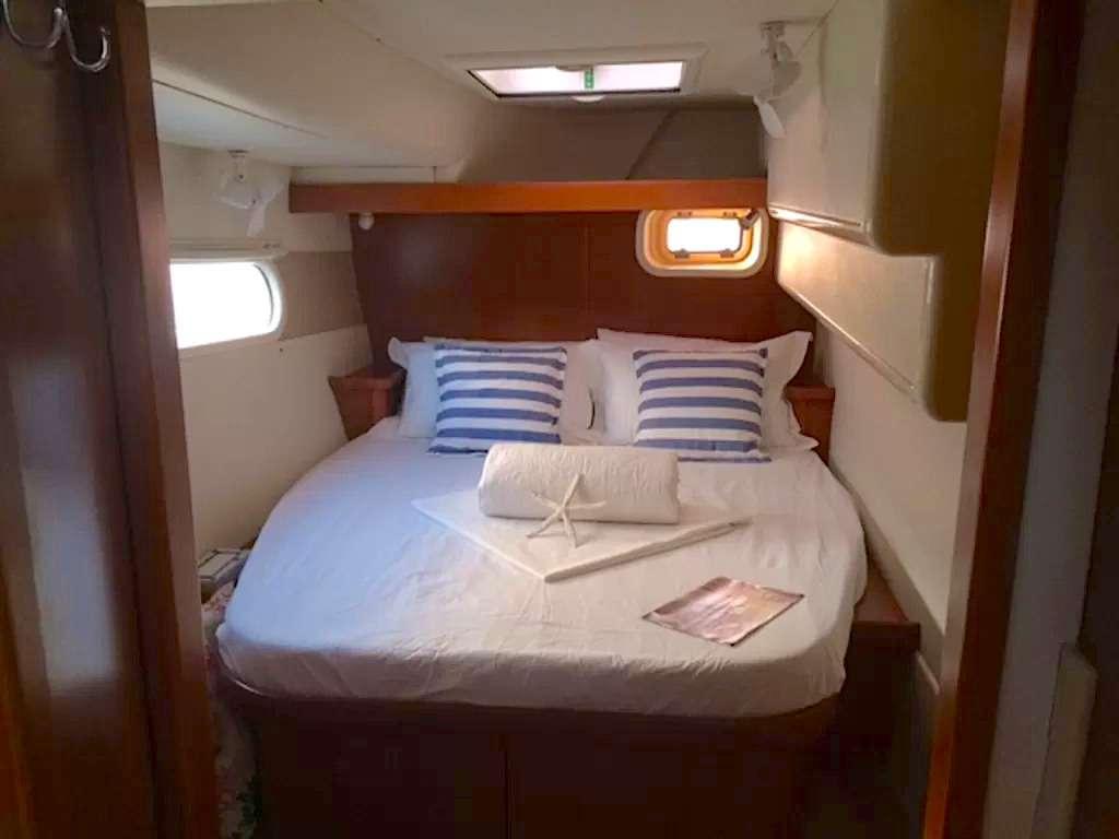 Aft Starboard guest queen suite