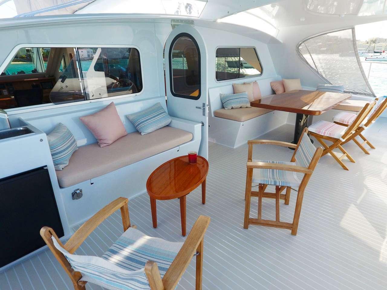 Aft lounging deck