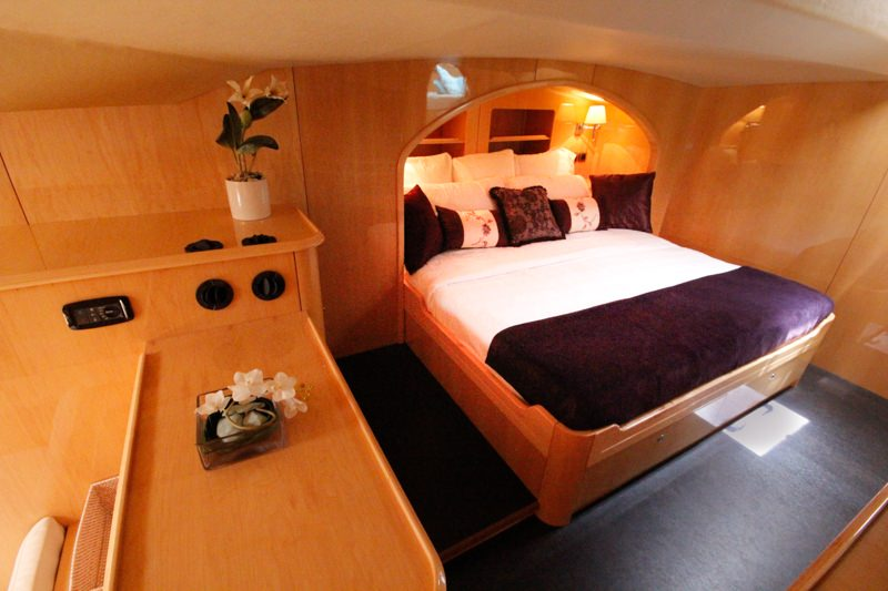 Master king bed in alcove