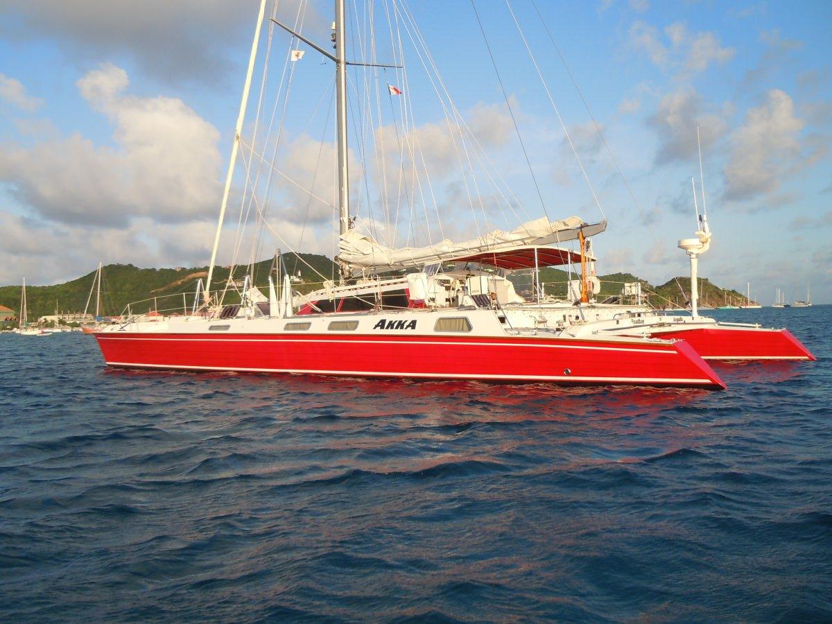 Performance catamaran Akka