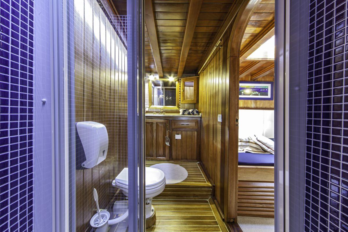 Libra - bathroom