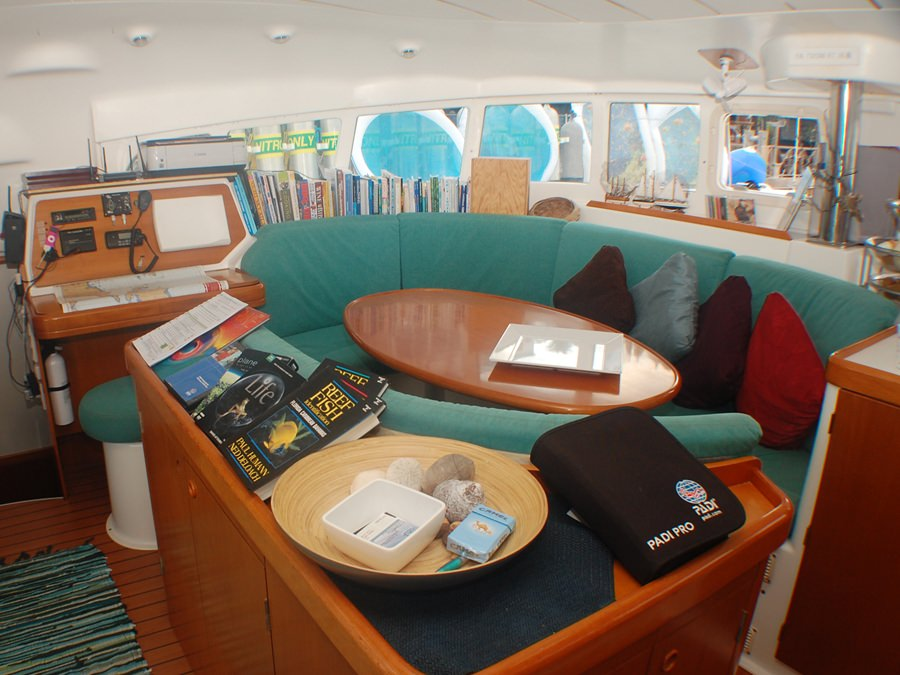 180 Degrees Salon Dubai Of Mimbaw Yacht Charter Catamaran Ritzy Charters