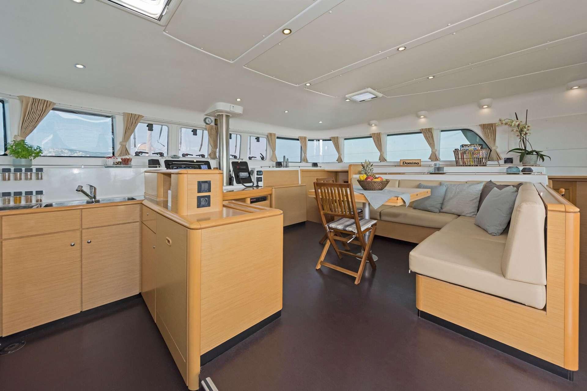 Yacht charter Mystique