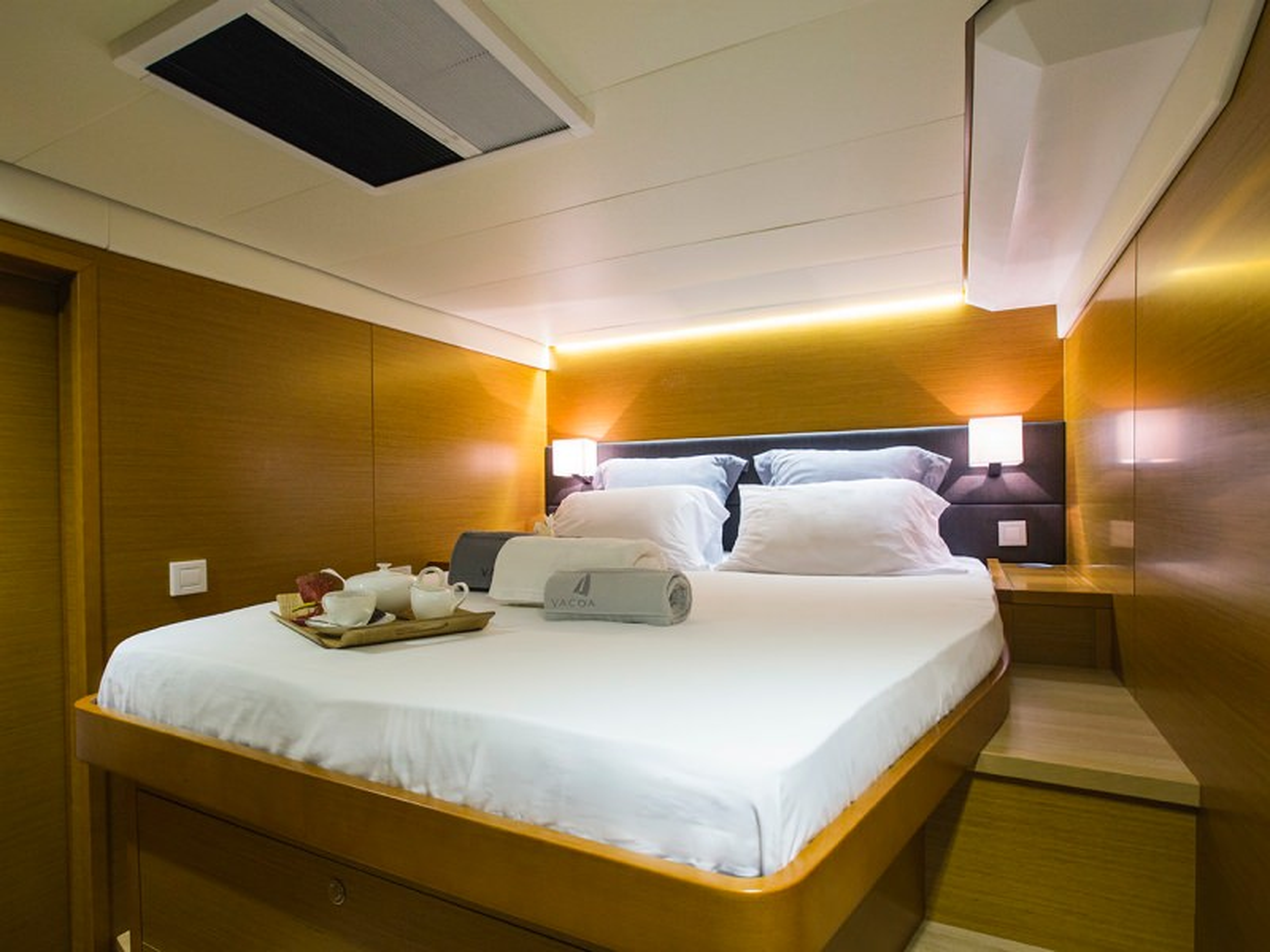 Guest double forward cabin (port side)