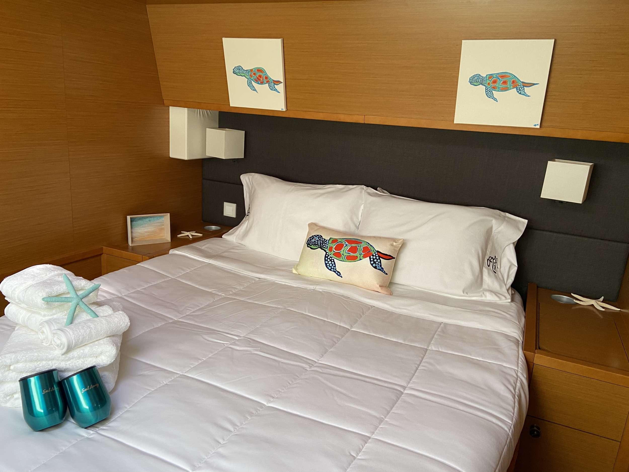 Guest double forward cabin (startboard)